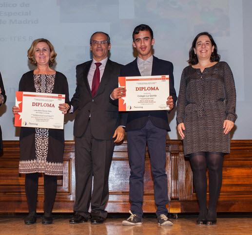 recibiendo diplomas madrid 2016